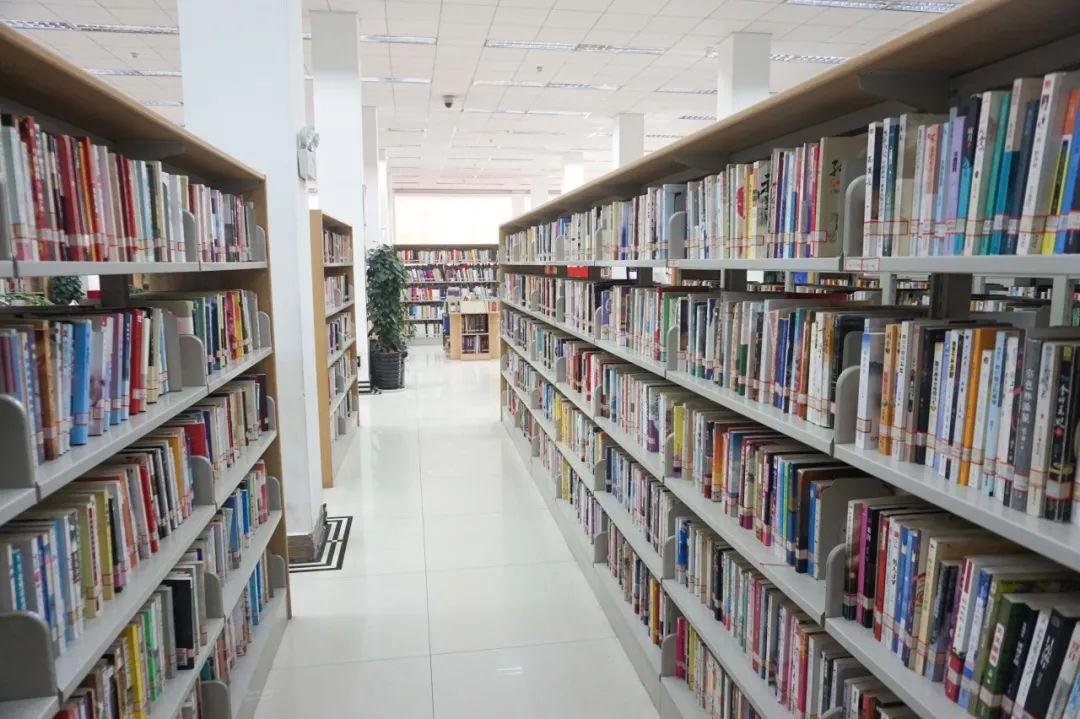 昆明市图书馆:四层楼里包罗了大千世界
