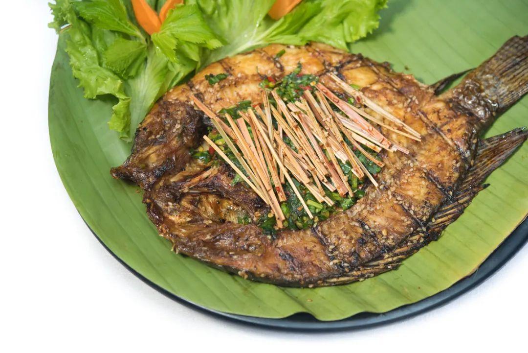 傣族香茅草烤鱼