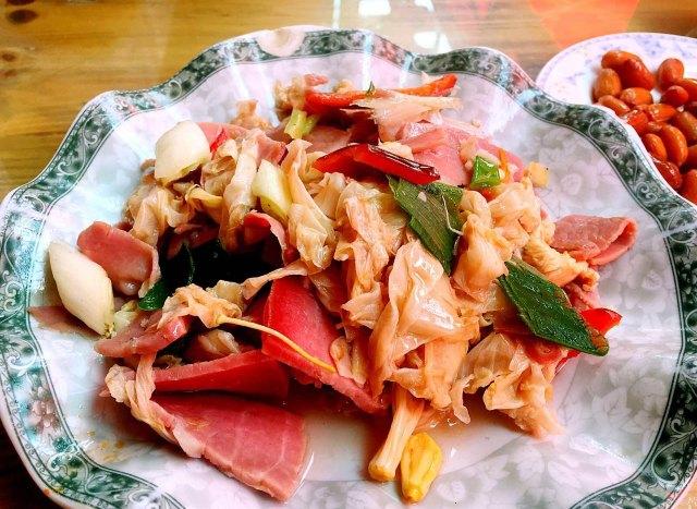 杜鹃花炒肉