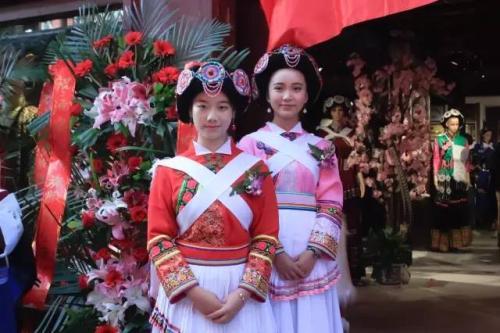 纳西族服饰