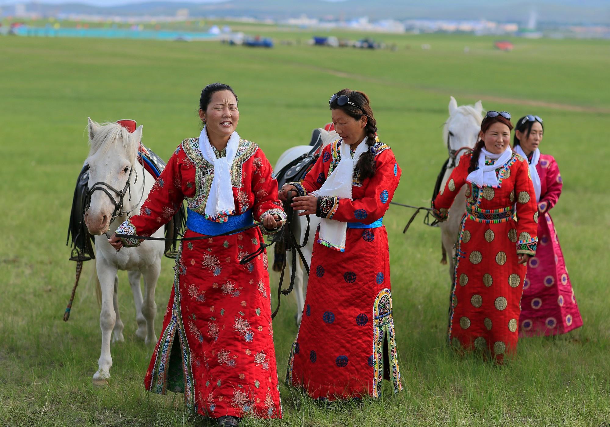 蒙古族服饰